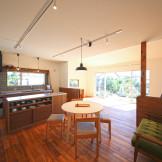 心豊かな暮らしを楽しむ自然素材の平屋建ての家